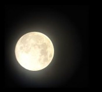 You are currently viewing From the mouth of babes: Mamma, Moon!